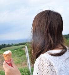 アイスを食べる