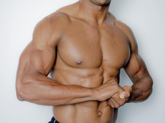 筋肉ムキムキ